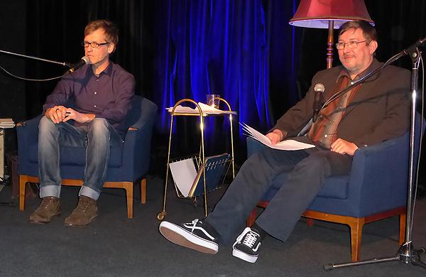 Nils Aulike (links) und ögyr lasen aus Klavkis Werken (Foto: Helmut Schulzeck)